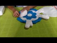 ¿como hacer un cojín tortuga? - YouTube Video, Ideas Para, Smurfs, Youtube, Character, Scrappy Quilts, Turtles, Fabric Dolls, Rugs