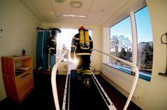 Approved for smokediving one more year- check! // rullbandstest i full utrustning med stålpaket på ryggen ej en favorit men väldigt nöjd med att det gick bra i år med tant som jag börjar bli #livetpåstation  #poweredbycrossfituppsala #nextlevelfitnessfocus #cfswe #tyngre #movinghabit #northernspirit #brandman #räddningstjänsten #firefighter #rescue #crossfiteken #cardio #mrr #feminism #androgynous #bodybuilding #concept2 #polarbeat #polar