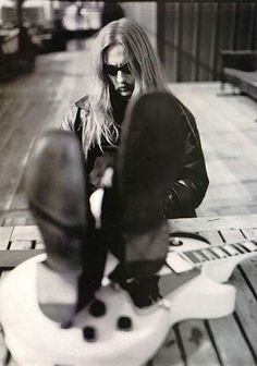 Jerry Cantrell - awesome guitarist as well as a fantastic singer!