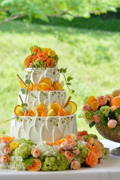 Could use lemons and strawberries as cake decor if using those flavors Beautiful Wedding Cakes, Beautiful Cakes, Amazing Cakes, Boho Cake, Cupcake Cakes, Cupcakes, Fruit Wedding, Fall Wedding, Cake Decorating Techniques