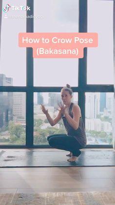 Learn how to fly with this bakasana tutorial. Pranayama, Yoga Crow Pose, Cool Yoga Poses, Power Yoga Poses, Asana, Videos Yoga, Learn Yoga, How To Yoga, Yoga Lifestyle