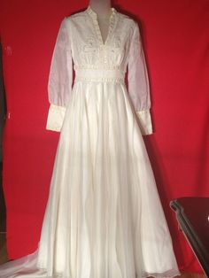 dd65881f2ea Beautiful Pre-owned 1970 s White Organza Wedding Dress Size XS - Calcouture  Wedding Dress Sizes