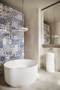 Stockholm Apartment by Claesson Koivisto Rune Mosaico de azulejos Bad Inspiration, Bathroom Inspiration, Stockholm Apartment, Parisian Apartment, Apartment Layout, Apartment Interior, Apartment Living, Patchwork Tiles, Zen House