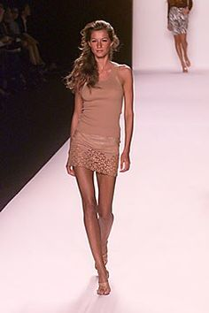 Michael Kors Collection Spring 2000 Ready-to-Wear Fashion Show Runway Models, High Fashion, Fashion Show, Gisele Bündchen, Michael Kors Collection, Designer Collection, Spring Summer Fashion, Ready To Wear, Vogue