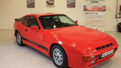1977 Porsche 924   This is a first-year production model Porsche 924 in an attractive exterior color and with a manual gearbox. - K134