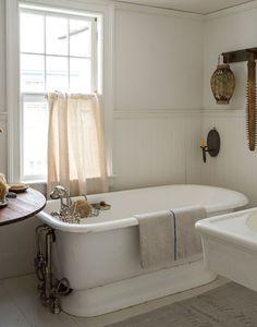 Remodeling 101: Romance in the Bath: Built-In vs. Freestanding Bathtubs