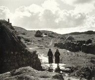 Two women walking near a blackhouse on Eriskay, 1936 (Werner Kissling) My beloved granny Effie MacMillan (R) (nee MacKinnon) and her sister in law Annie MacInnes (nee MacMillan). Vintage Postcards, Vintage Photos, Outer Hebrides, Scottish Highlands, Image Collection, Old Photos, Monument Valley, Mount Rushmore, Westerns