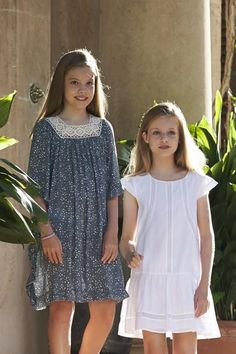 King Felipe VI, Queen Letizia, Princess Leonor and Infanta Sofia of Spain pose for the photographers during the summer photocall at the Marivent Palace on July 31, 2017 in Palma de Mallorca, Spain.
