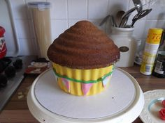 How to decorate a giant cupcake... - My Little Life