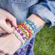 Jewelry Making Bracelets Daisy chain bracelets - easy bracelet making - seed beads - flower jewelry - make your own jewelry - make your own bracelets - crafts for kids - Diy Bracelets Easy, Bracelet Crafts, Seed Bead Bracelets, Handmade Bracelets, Friendship Bracelets, Handmade Jewelry, Seed Beads, Make Your Own Bracelet, Make Your Own Jewelry