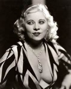 Mae West in an early portrait that shows more cleavage for Mae than normal. Old Hollywood Glamour, Hollywood Fashion, Golden Age Of Hollywood, Vintage Hollywood, Hollywood Actresses, Classic Hollywood, Mae West, Burlesque, Viejo Hollywood