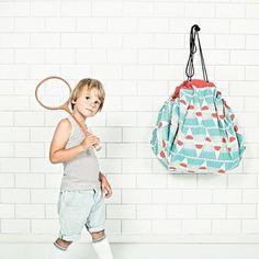 Neu im Shop: Spielzeugsäcke von Play & Go. Sorgen schnell und stylish für Ordnung im Kinderzimmer. Lego und Co verschwinden im nu. Apropos Lego: Lego ist ein kreatives Spielzeug - trittst Du drauf - schwups, kannste Ballet!