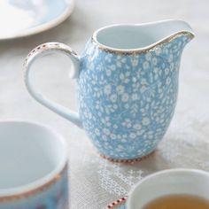 Jarra Azul Floral Pequena com Filetes de Ouro em Porcelana - PiP Studio - 12x10 cm | Carro de Mola - Decorar faz bem.