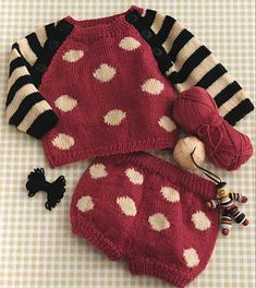 Circles & Stripes Set pattern by Gayle Bunn Your wee one will stand out in a crowd in this charming raglan-sleeve confection, perfect for playing with color. Knitting For Kids, Knitting Projects, Baby Knitting, Baby Sweater Knitting Pattern, Knitting Patterns, Crochet Patterns, Drops Baby, Pull Bebe, Big Knit Blanket