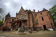 Abandoned castle in Belgium urbex decay www.lost-in-time-ue.nl