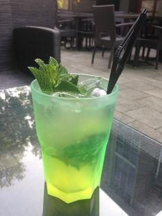 #mojito #greenglass #munt #bacardi #limoen #summer #sun #terrace