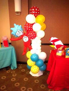 Seuss balloon column … Ding 1 - Home Page Dr Seuss Party Ideas, Dr Seuss Birthday Party, 1st Boy Birthday, 1st Birthday Parties, Birthday Ideas, Balloon Columns, Balloon Garland, Balloon Decorations, Balloons