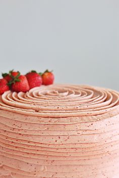 Savory magic cake with roasted peppers and tandoori - Clean Eating Snacks Strawberry Cake Recipes, Strawberry Buttercream, Strawberry Puree, Strawberry Cake Decorations, Freeze Dried Strawberries, Strawberries And Cream, Cake Pops, Fudge, Neapolitan Cake