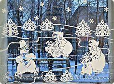 Давно хотелось сделать семейство Снеговичков на зимних окошечках:) Наконец нашла подходящих героев в детских раскрасках и вырезала вытынанки. И вот, что в итоге получилось))) фото 2