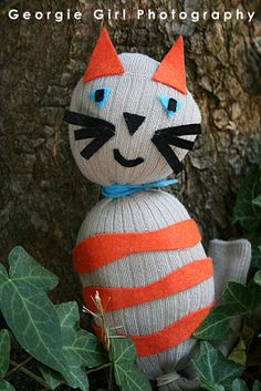 Love and Lollipops: Cats Theme, Sock puppet Sock Crafts, Cat Crafts, Kids Art Class, Art For Kids, 4 Kids, Diy Gifts For Kids, Crafts For Kids, Fundraising Crafts, Cat Dressed Up