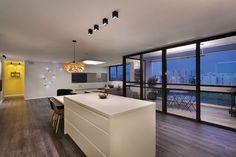 מעצבת הפנים מאיה האזרחי ביצעה בדירתה שיפוץ מקיף: הוסיפה לחללה הקיים חדר ומרפסת, והפכה אותו למרחב פתוח - בואו לראות את התוצאה... http://www.baitvenoy.co.il/document/222,259,2692.aspx