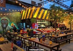 This Garden Restaurant May Be The Most Enchanting Place To Eat In All Of Mississippi Cafe Restaurant, Outdoor Restaurant Patio, Mexican Restaurant Design, Outdoor Cafe, Mexican Bar, Outdoor Dining, Café Design, Kiosk Design, Palette Deco