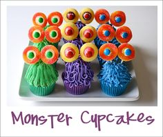 There's a easy trick to making these Monster cupcakes. Would be so much fun at a Halloween party