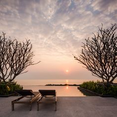 Baan Thew Talay is the beach side condominium, by Charn Issara Development, in Cha-am - Huahin area. The projects consist of 3 phases called Baan Thew Talay Aquamarine, Blu and Blu Sapphire. Villa, Outdoor Sofa, Outdoor Decor, Rooftop Pool, House On A Hill, Travel Aesthetic, Condominium, My Dream Home, Landscape Architecture