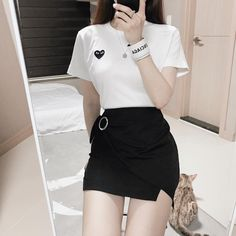 Check out this Stylish korean fashion ideas 4065896954 30 Impressive School Outfits Ideas To Wear This Winter Korean Fashion Korean Girl Fashion, Korean Fashion Trends, Ulzzang Fashion, Cute Fashion, Asian Fashion, Skirt Fashion, Fashion Ideas, Women's 80s Outfits, Kpop Fashion Outfits