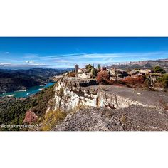 #Siurana, in #Priorat, offers a beautiful landscape, doesn't it? +INFO www.turismesiurana.org. Picture by @catalunyaexperiencetv3 (Instagram)