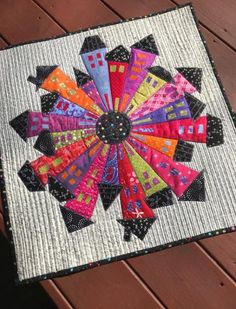 ~A very modern take on the Dresden Plate Dresden Neighborhood by Karen Thompson Dresden Plate Patterns, House Quilt Patterns, House Quilts, Barn Quilts, Quilt Block Patterns, Quilt Blocks, Patchwork Quilt, Scrappy Quilts, Mini Quilts