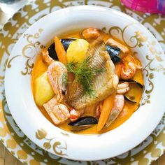 Bouillabaisse // www. Wine Recipes, Soup Recipes, Pot Roast, Deli, Thai Red Curry, Fish, Cooking, Ethnic Recipes, Shrimp