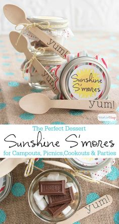 If you love mason jar recipes, this one is a must-try. Harness the power of a sunny day to make these cute and tasty Sunshine S'mores in mini glass jars.