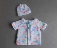 This little premature baby cardi is so simple . Knitted top-down ~ and only two tiny sleeve seams to sew up. Source by Tops Baby Cardigan Knitting Pattern Free, Baby Sweater Patterns, Knit Baby Sweaters, Baby Hats Knitting, Baby Patterns, Knitted Beanies, Crochet Patterns, Beanie Pattern, Free Knitting