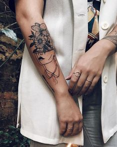 Step By Step Process To Help You Choose Your First Tattoo Design – Wrist Designs Future Tattoos, Love Tattoos, Beautiful Tattoos, Body Art Tattoos, Small Tattoos, Tatoos, Tattoo Life, Get A Tattoo, Beginner Tattoos
