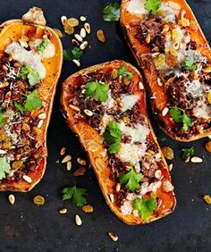 Sun-dried tomato pesto, warm goat cheese and fresh basil top this unique pizza twist on a Caprese. Top it with an egg for decadence! Pizza Port, Pizza Twists, Caprese Pizza, Bruschetta, Mexican Hot Chocolate, Tomato Pesto, Hash Tag, Pizza Bake, Instant Yeast