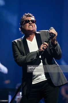 Barry Hay, lead singer of Dutch rock band Golden Earring performs on Night of the Proms at Gelredome on November 2010 in Arnhem, Netherlands. Rock Bands, Night Of The Proms, Proto Punk, One Hit Wonder, Golden Earrings, Independent Music, Rock Music, Punk Rock, Movie Stars