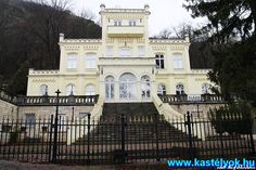 Pálffy-Daun kastély-Visegrád Facade House, House Facades, Heart Of Europe, Hungary, Budapest, Beautiful Places, Places To Visit, Castle, Exterior