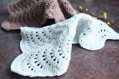 Tone i tone hækling - Dip dye Crochet Baby Clothes, Crochet Hats, Fused Plastic, Pose, Drops Design, Dip Dye, Hacks Diy, Scrunchies, Fingerless Gloves