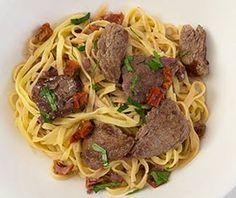 Pasta Rinderfiletstreifen in Rotweinsoße | Mamas Rezepte - mit Bild und Kalorienangaben