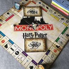 Monopoly Harry Potter DIY Monopoly Harry Potter, Harry Potter Fiesta, Harry Potter Games, Anniversaire Harry Potter, Cool Pins, Board Games, Party, Irene, Birthday Ideas