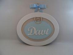 Quadro Oval Maternidade G com Louro e Coroa em Creme e Azul. http://www.elo7.com.br/cdasartes http://ciadasartes.divitae.com.br www.ciaartes.com.br