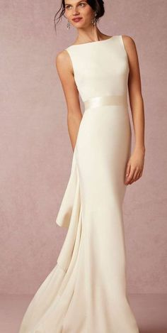 Mode: Trends, Outfit-Ideen, Kleidung, Fashion-News und Runway-Looks A lot of people believe that fashionable and elegant clothes helps you to … Plain Wedding Dress, Bhldn Wedding Dress, Pretty Wedding Dresses, Modest Wedding Dresses, Trendy Dresses, Simple Dresses, Elegant Dresses, Bridal Dresses, Beautiful Dresses