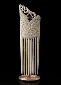 Manaia Heru • Ceremonial Comb Pendant by Barry Te Whatu, Māori artist (K111104)