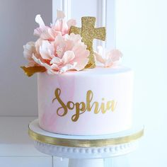 Sweet and simple for baby Sophia's baptizing! Congrats Sakshi and Zac! Baptism Party Girls, Baby Girl Christening Cake, Baby Girl Baptism, Baptism Cakes For Girls, Simple Baptism Cake, Baptism Ideas, Decoration Communion, Baptism Party Decorations, First Communion Decorations