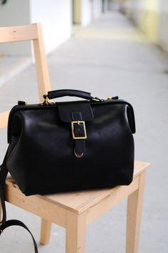 Hand Stitched Brown Leather Doctor Bag/ door ArtemisLeatherware