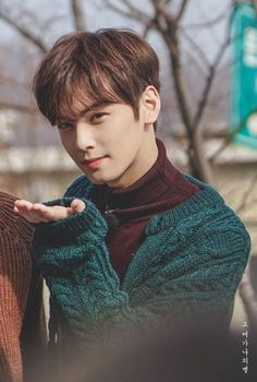 Discover recipes, home ideas, style inspiration and other ideas to try. Cha Eun Woo, Hyun Woo, Asian Actors, Korean Actors, Beautiful Boys, Pretty Boys, F4 Boys Over Flowers, Cha Eunwoo Astro, Lee Dong Min