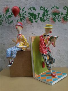 Book Ends Paper Mache Clay, Paper Mache Crafts, Wire Crafts, Paper Dolls, Art Dolls, Mantle Piece, Unusual Art, Types Of Craft, Toy Craft