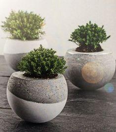 Discover thousands of images about DIY Vasen aus Beton Stück) (Diy Garden Pots) Concrete Crafts, Concrete Projects, Concrete Garden, Concrete Design, Concrete Planters, Diy Planters, Diy Garden, Garden Pots, Cement Art