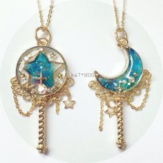 The video consists of 23 Christmas craft ideas. Kawaii Accessories, Kawaii Jewelry, Cute Jewelry, Diy Jewelry, Jewelery, Jewelry Accessories, Handmade Jewelry, Jewelry Making, Magical Jewelry